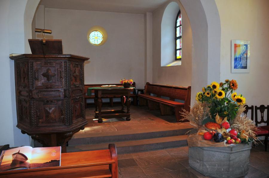 Chorraum der Kirche in Schöller